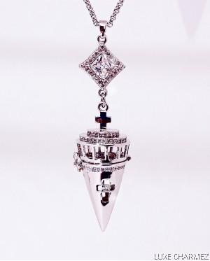 Madamoiselle Venus Diffuser Necklace